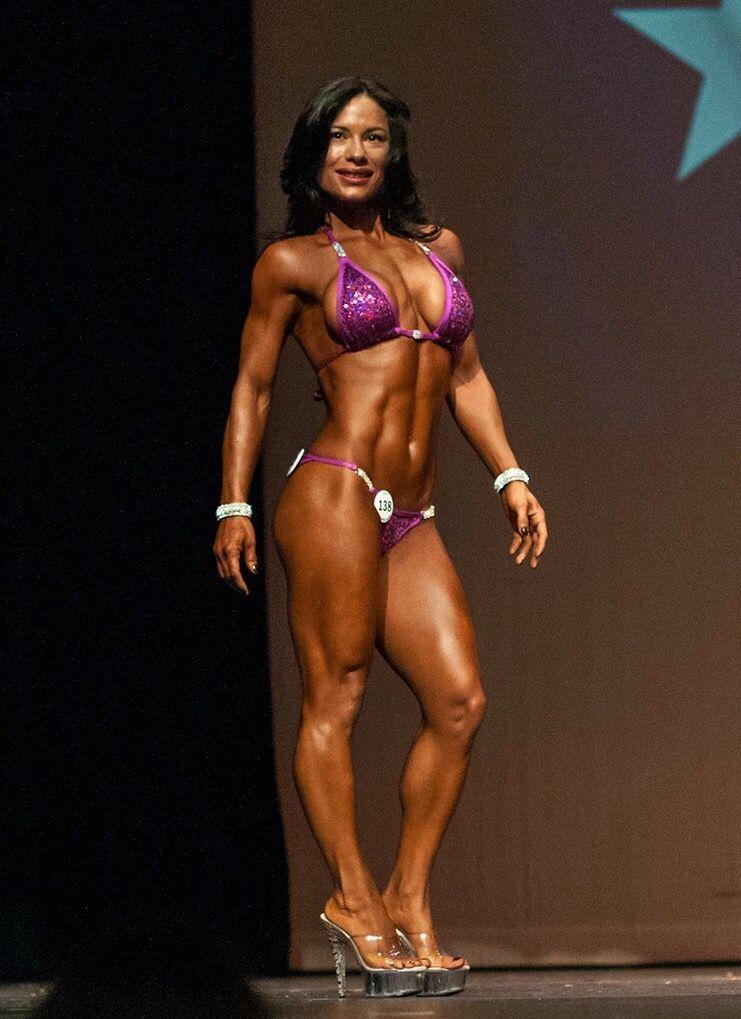 Texas Shredder Classic 2015 NFF Bikini Pro Carmen Valle #