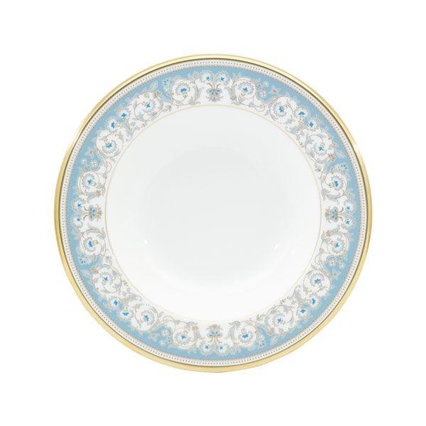 """""""気品のブルー"""" 1969年発売の優美なポロネーズを、高級感溢れるボーンチャイナで復刻しました。金の唐草模様にブルーのアクセントが正統派な印象。気品に溢れ、食卓を華やかに演出します。※ポロネーズとは素材・形状が異なります商品番号59511/H-469シリーズアルマンドサイズ直径:約21.8cm、高さ:約1.6cm材質ノリタケボーンチャイナ原産国JAPAN注文単位1枚"""