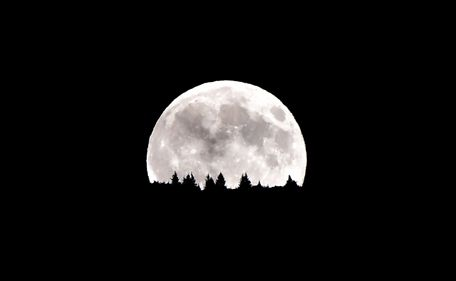 Supermoon: Best pics from around the world .. http://www.emirates247.com/news-in-images/supermoon-best-pics-from-around-the-world-2014-08-11-1.559084