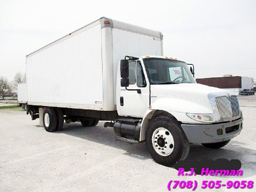 2009 Naviatar 4300 Non Cdl 24 Ft Straight Truck With Lift Gate