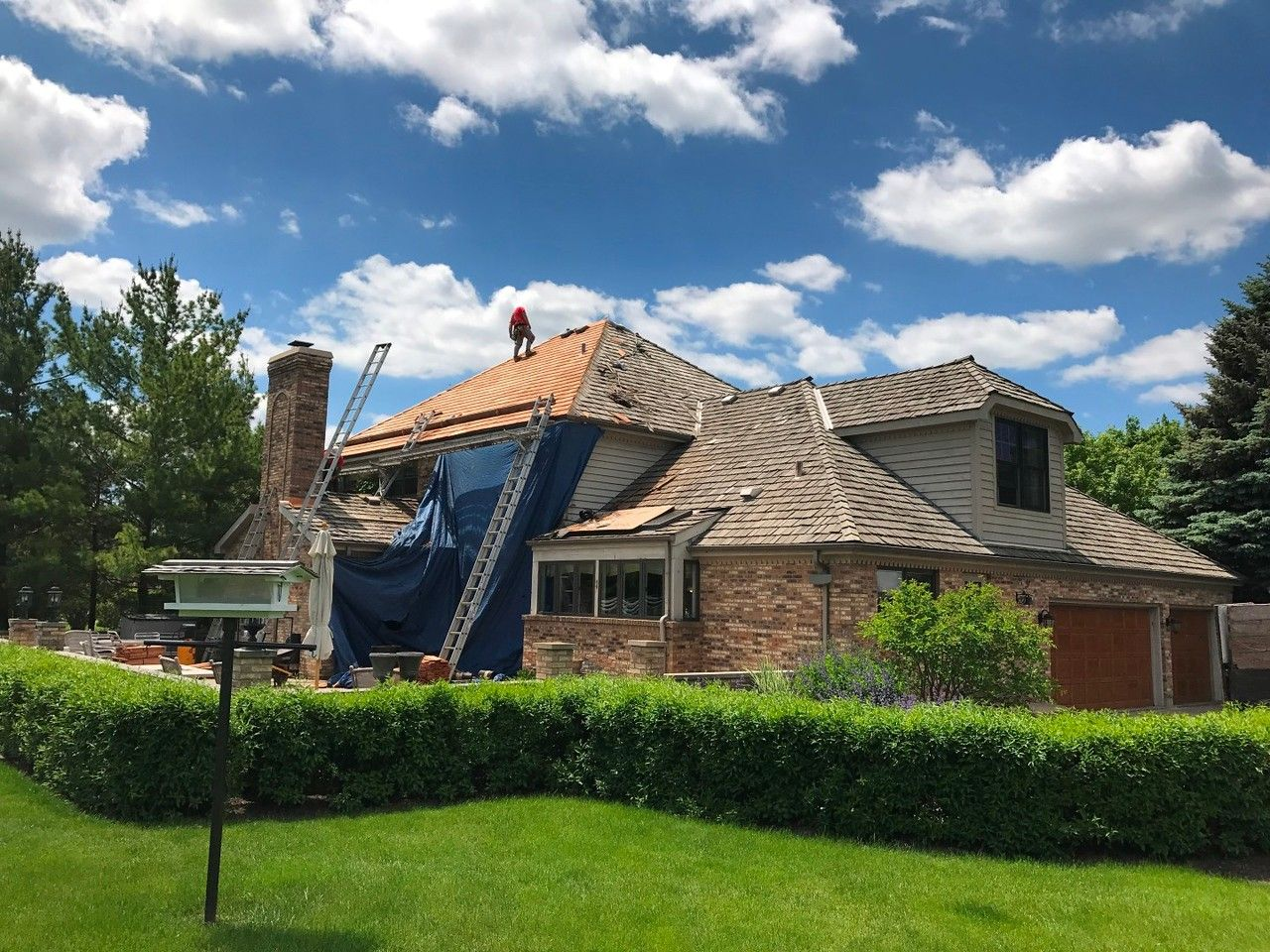 Best Cedar Roofing Installation House Exterior Roofing 400 x 300