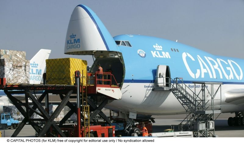 Front Loading a Boeing 747 full freighter Cargo Airlines