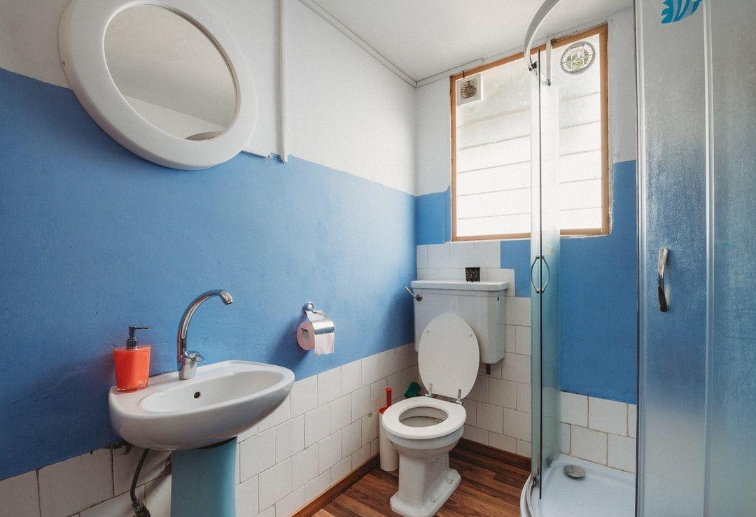 Schrage Decken Raum Optimal Nutzen Wie Es Funktioniert Badezimmer Klein Kleine Badezimmer Design Badezimmer Renovieren
