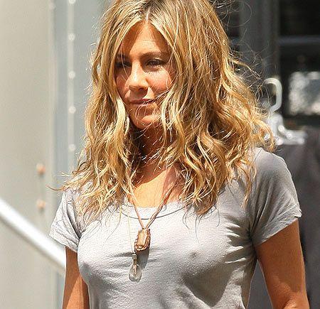 Jennifer aniston boob shot