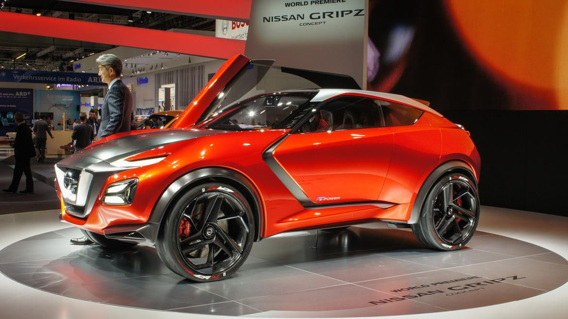 Nissan Salutes A Classic Z Car With An Electric Crossover Pictures Nissan Electric Crossover Classic Cars Muscle