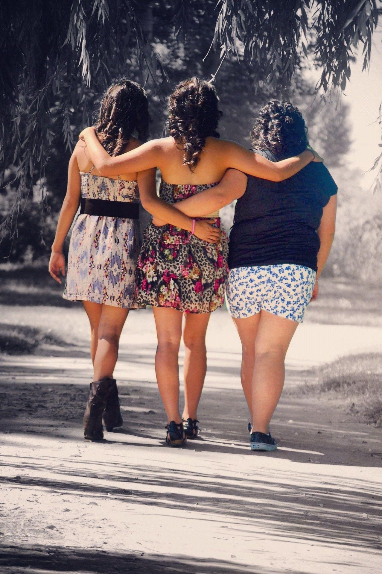 Three Best-friends! Senior Pic | Senior Photo-shoot ...