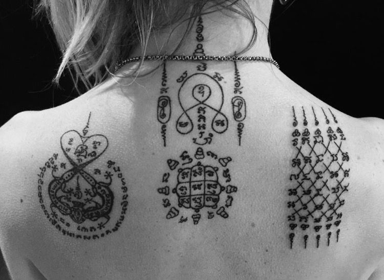 tatouage bouddhiste sak yant sak yan tatouage tattoo bouddhiste magique protection. Black Bedroom Furniture Sets. Home Design Ideas