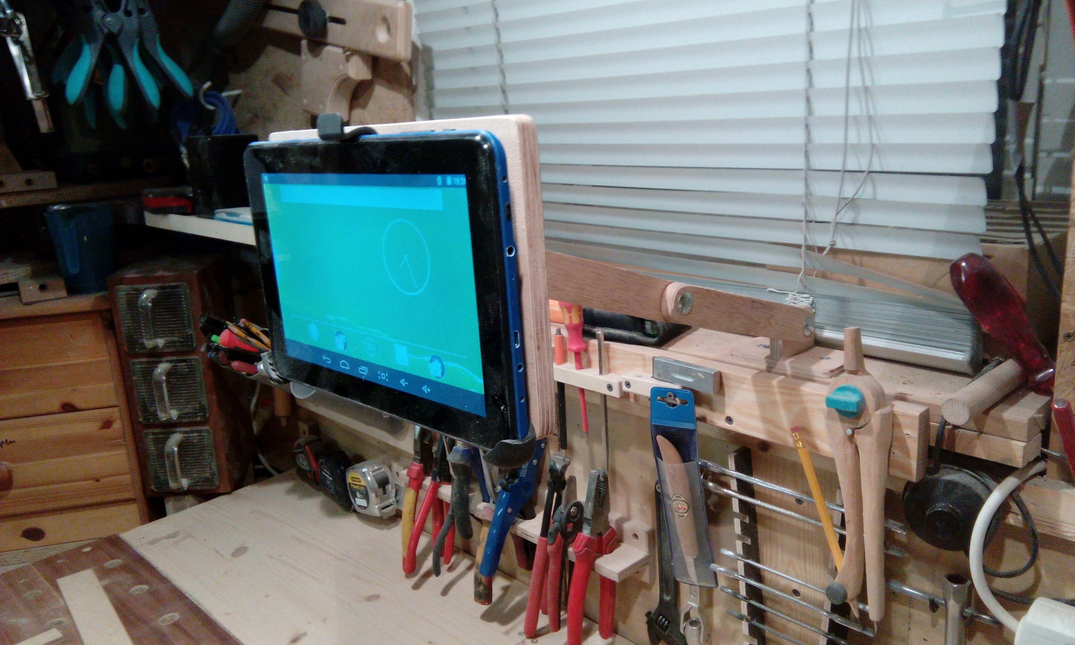 tablet halter f r die werkstatt bauanleitung zum selber bauen projekte pinterest. Black Bedroom Furniture Sets. Home Design Ideas