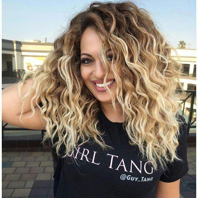 Image Result For Fun New Hair Color Ideas Shoulder Curly Short Wavy Curly Hair Medium Hair Styles Hair Styles