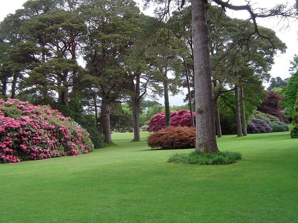 Gardens at Muckross House in Killarney National Park ...