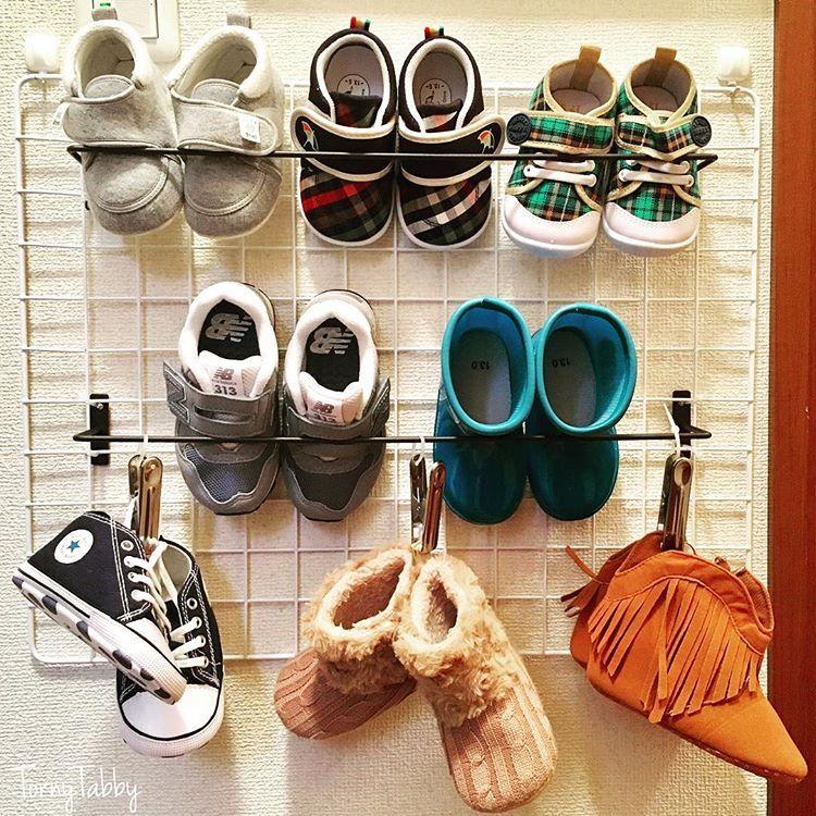 息子の靴収納をハンドメイド 。 材料はセリア で。 玄関の