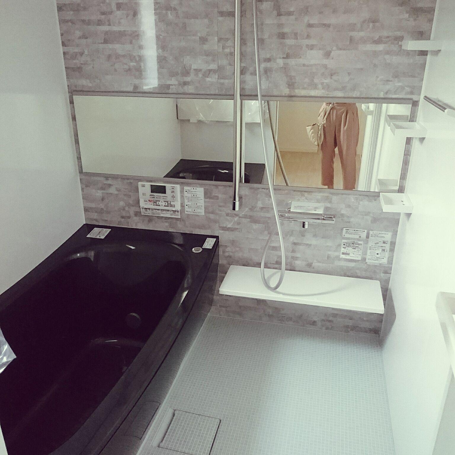 バス トイレ Toto サザナ 黒い浴槽 入居前のインテリア実例 2017 07 23 09 59 13 Roomclip ルームクリップ 白いバスルーム 白黒のバスルーム 浴室 インテリア