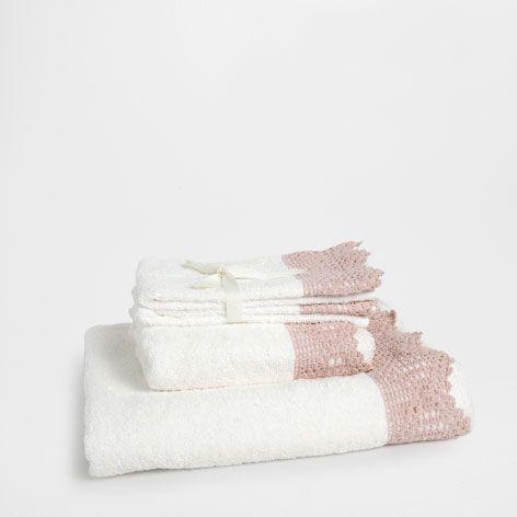 CROCHET APPLIQUÉ TOWEL - Towels