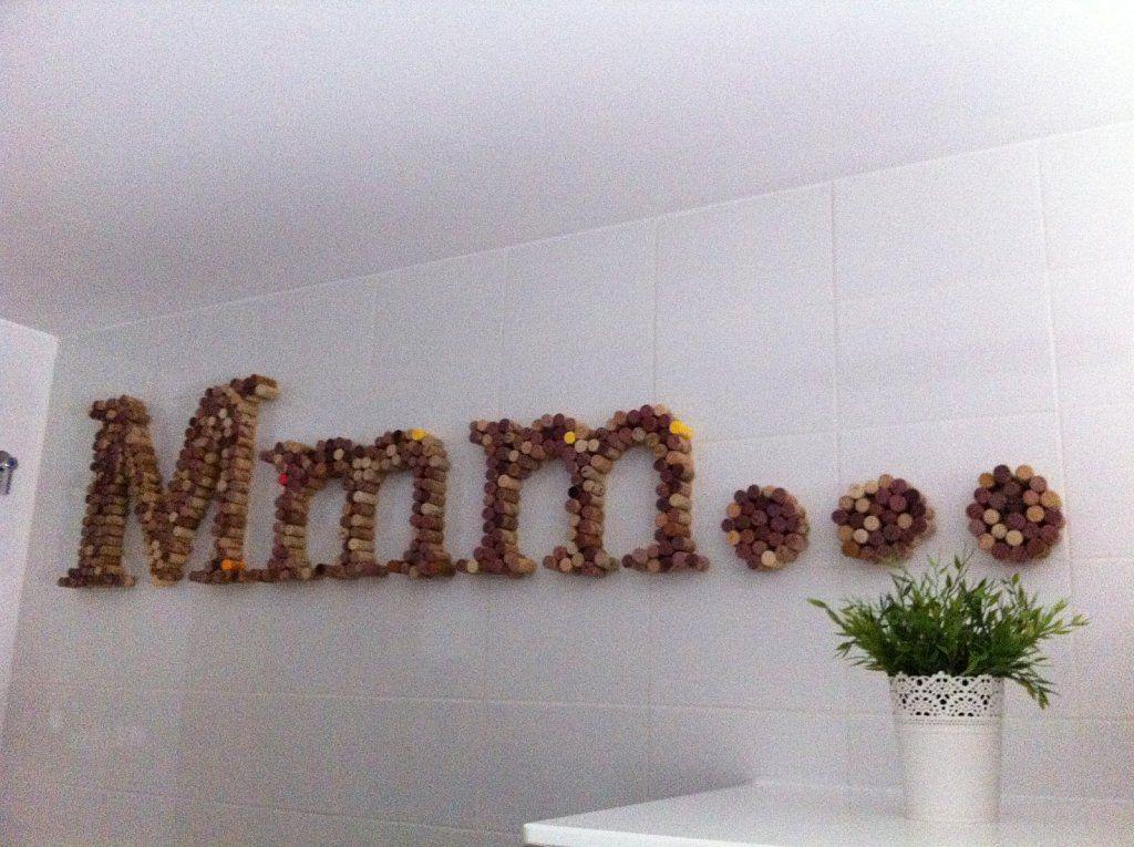 Letras con tapones de corcho tapon corchos y letras - Letras de corcho decoradas ...