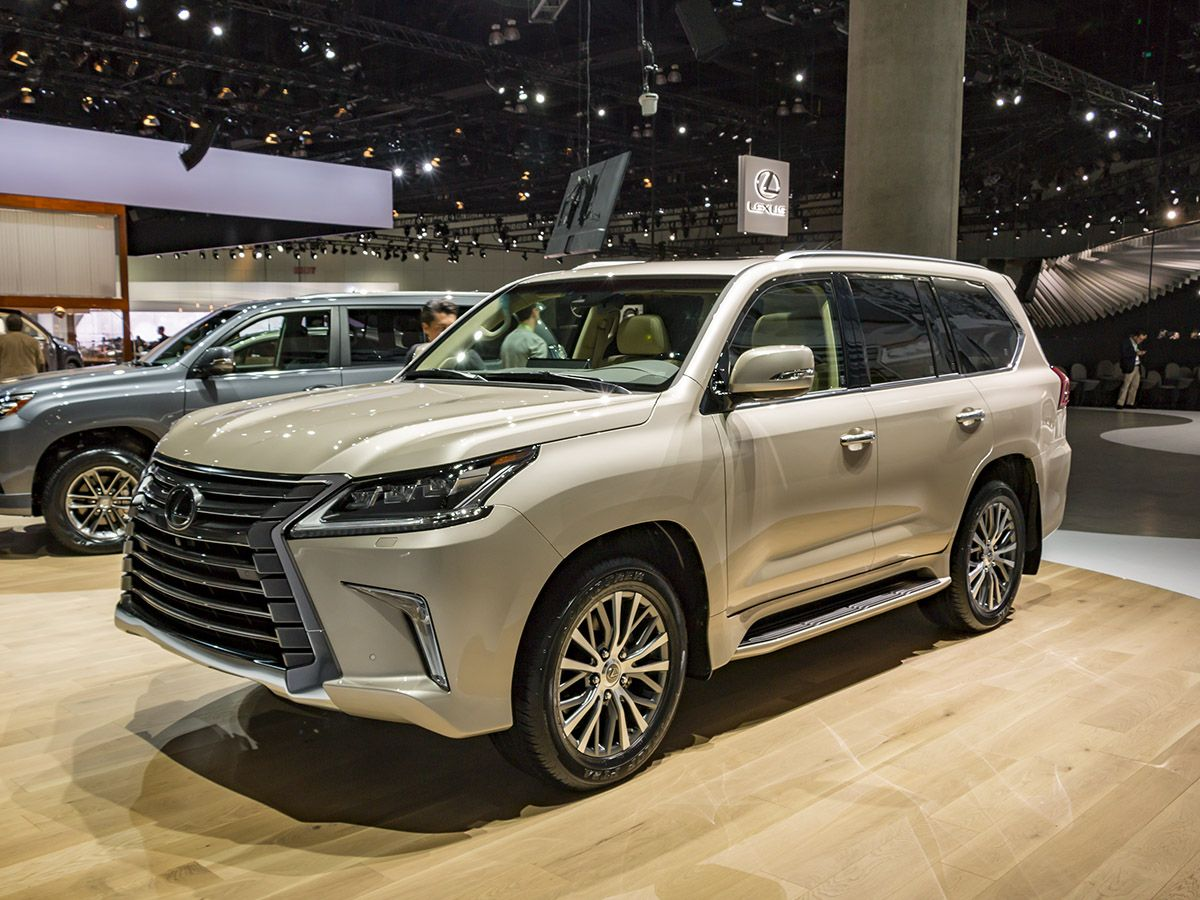 Lexus Is Giving Its Full Size Lx Suv Buyers The Option To Remove One Of Three Rows With The New 2018 Lx 570 2 Row Version Laautoshow Lexus Lexus Suv Best Suv