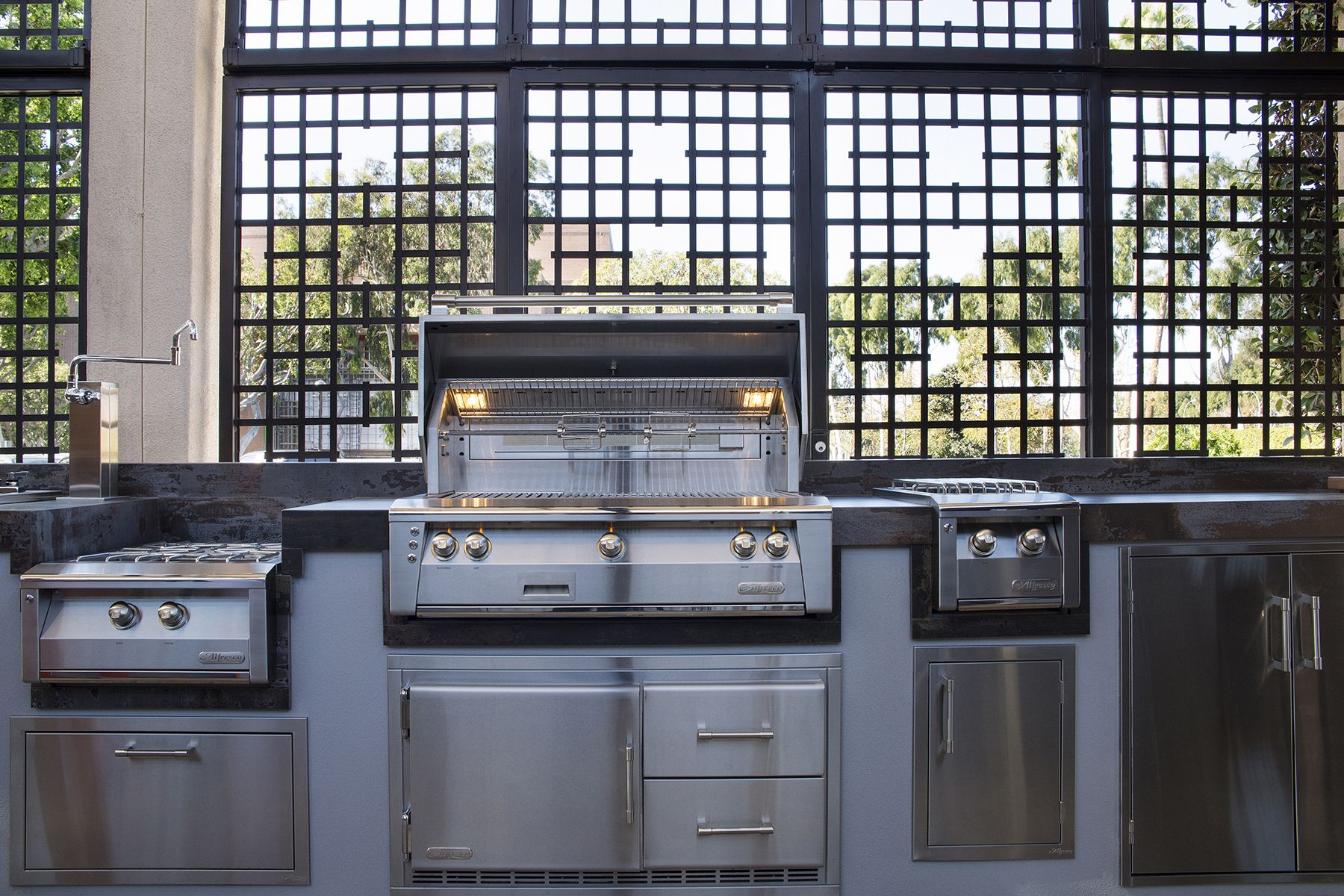 Alfresco Outdoor Kitchen With Alxe Grill Accessories And Pizza Oven Plus With Images Outdoor Kitchen Alfresco Wall Oven