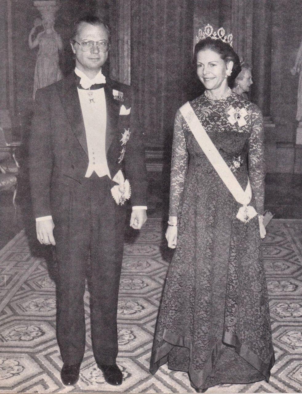 1987-kornblå spetsklänning