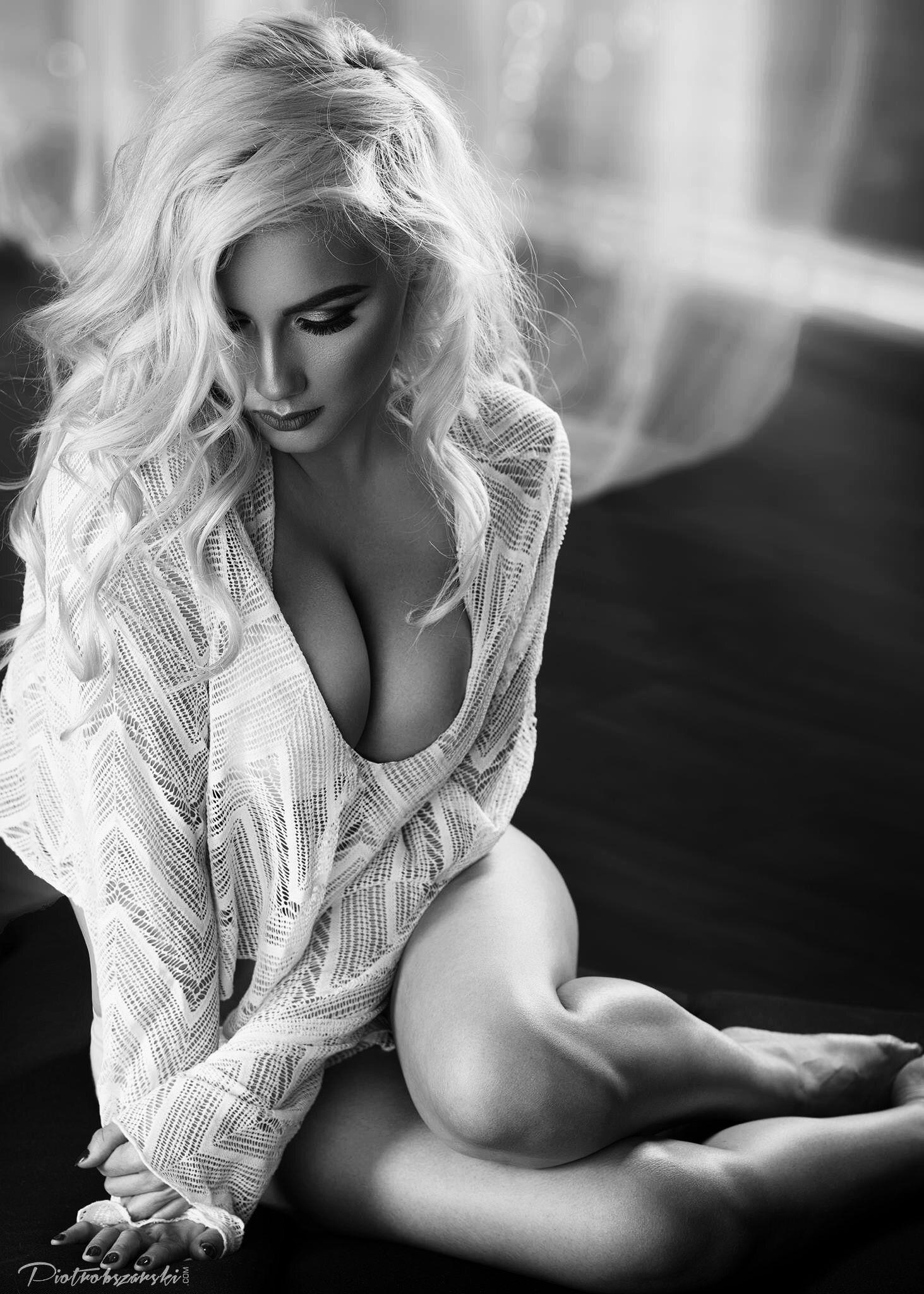 Шикарные телочки на черно белом фото, русское порно обнаженные телки