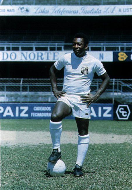 """""""Pelé com a gloriosa camisa 10 do Santos Futebol Clube."""""""