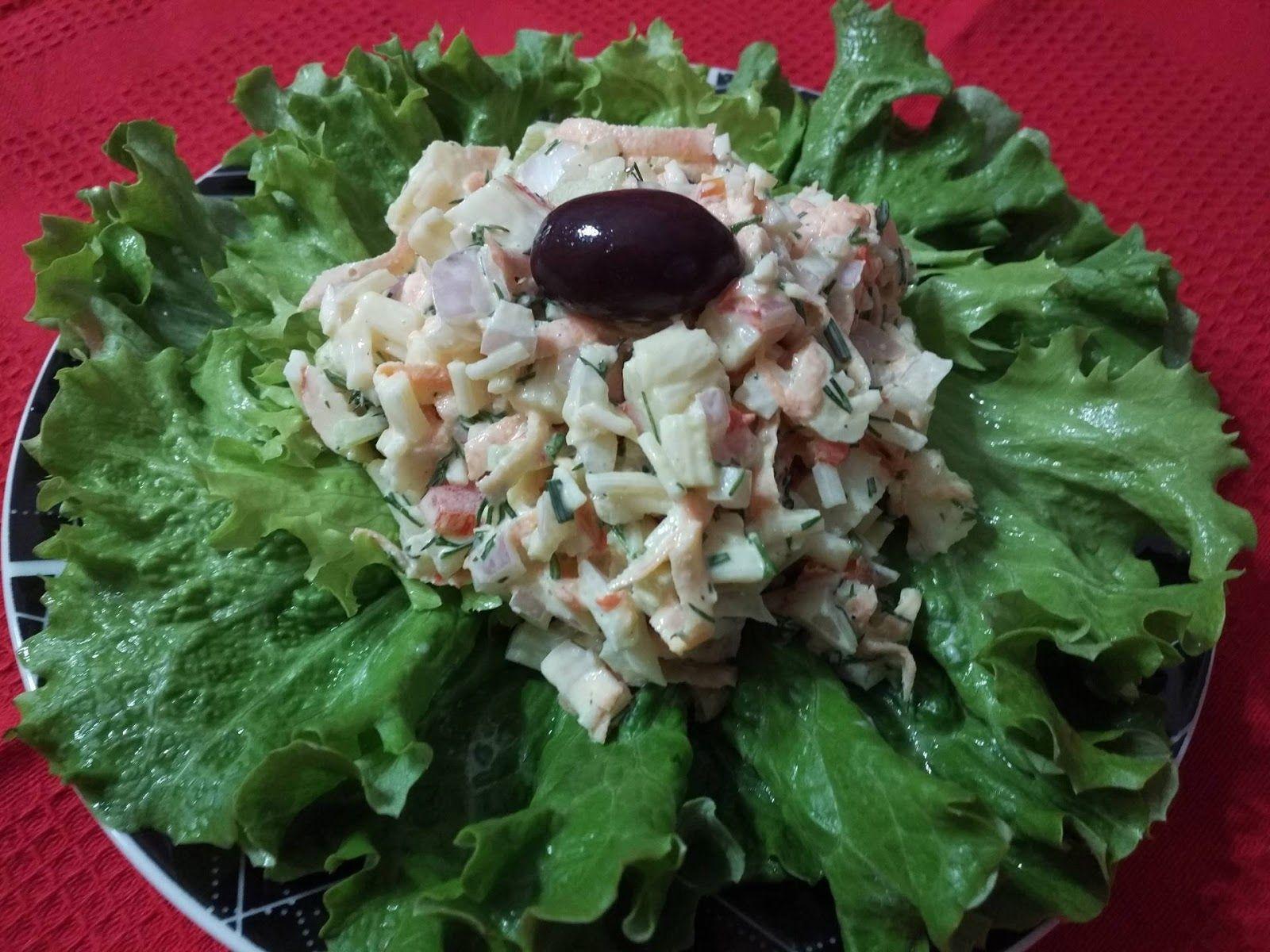 Φανταστικός ουζομεζές και όχι μόνο       Υλικά  1 πακέτο σουρίμι 250 γρ.  1 μικρο καρότο  1/2 κρεμμύδι ψιλοκομμένο σε κυβάκια  1/4 κόκκιν...