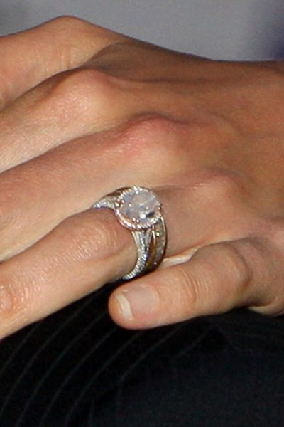 Tom Cruise And Katie Holmes Tom Proposed To Katie With A 5 Carat Diamond Ring Reportedly Celebrity Engagement Rings Jewelry Rings Engagement Beautiful Rings