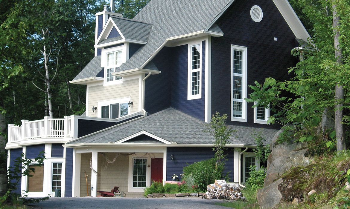 Residential Project Laurentides Area Maibec Rabbeted Bevel Exterior Siding In Navy Blue Paired To Classic In House Exterior Blue House Exterior Blue Siding