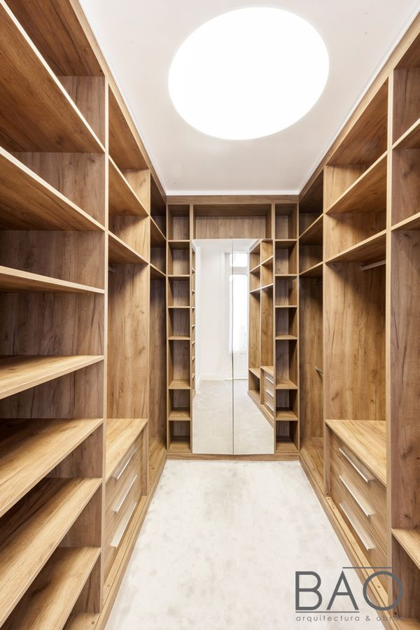 Vestidor en madera con luminaria circular de Led regulable en obra - bao vestidor