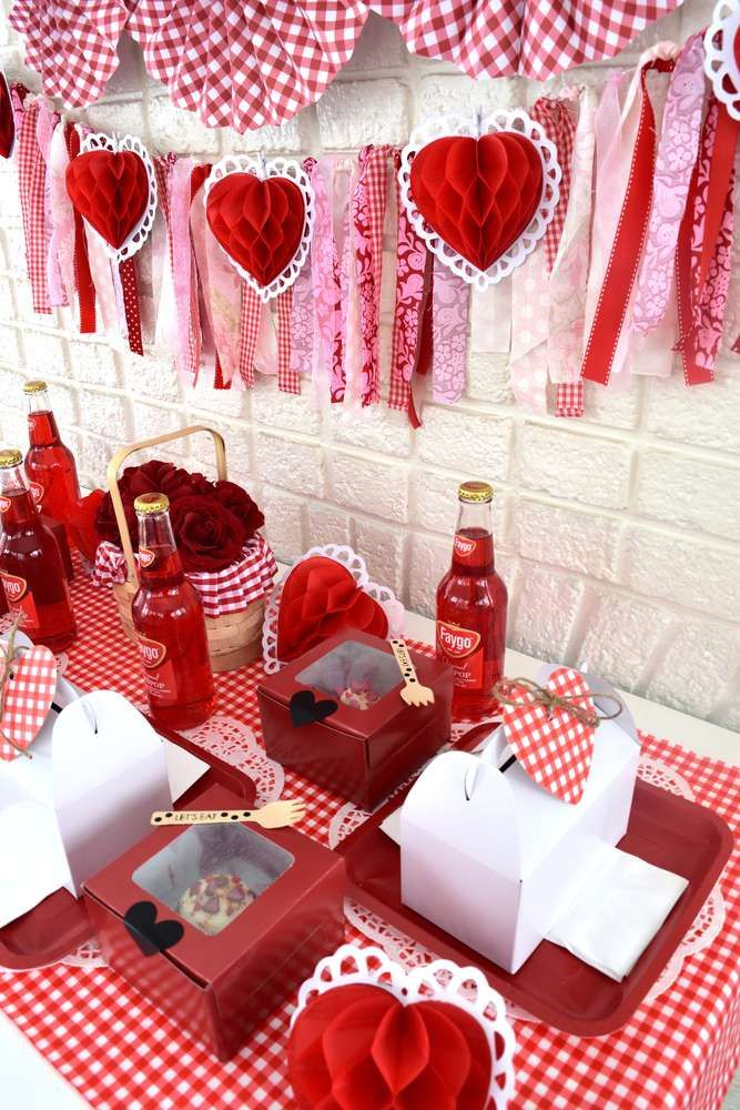 Valentine picnic party Valentine\'s Day Party Ideas | Picnic ...