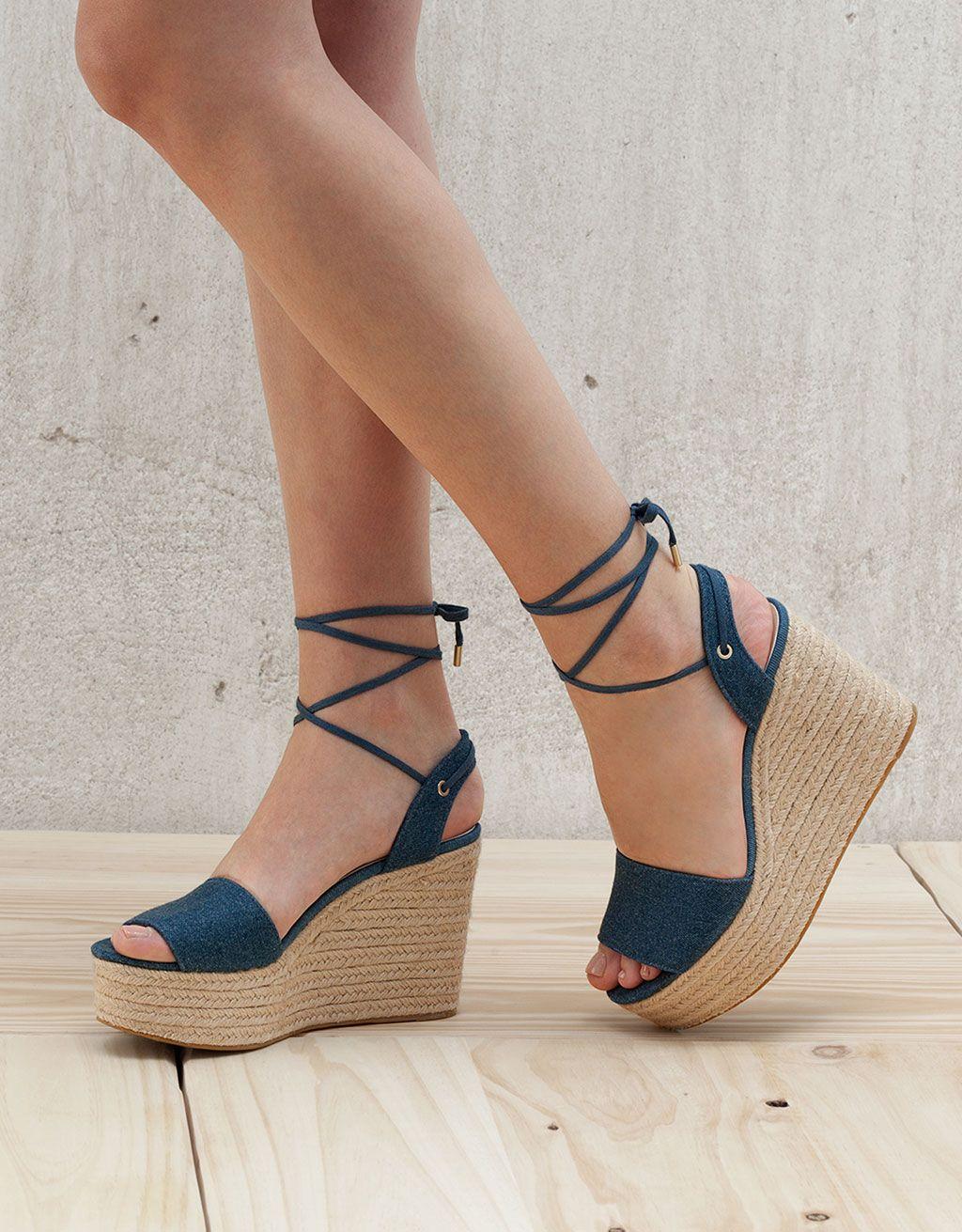 Sandales compensées en jean lacets cheville - Voir Tout - Bershka France e1a582793c79