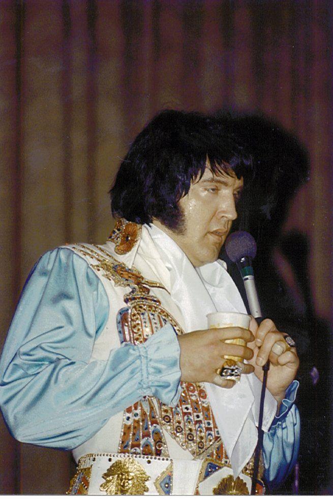 Elvis Presley In Concert | Elvis, Elvis presley, Concert
