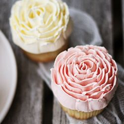 Stunning buttercream roses from Call me Cupcake!