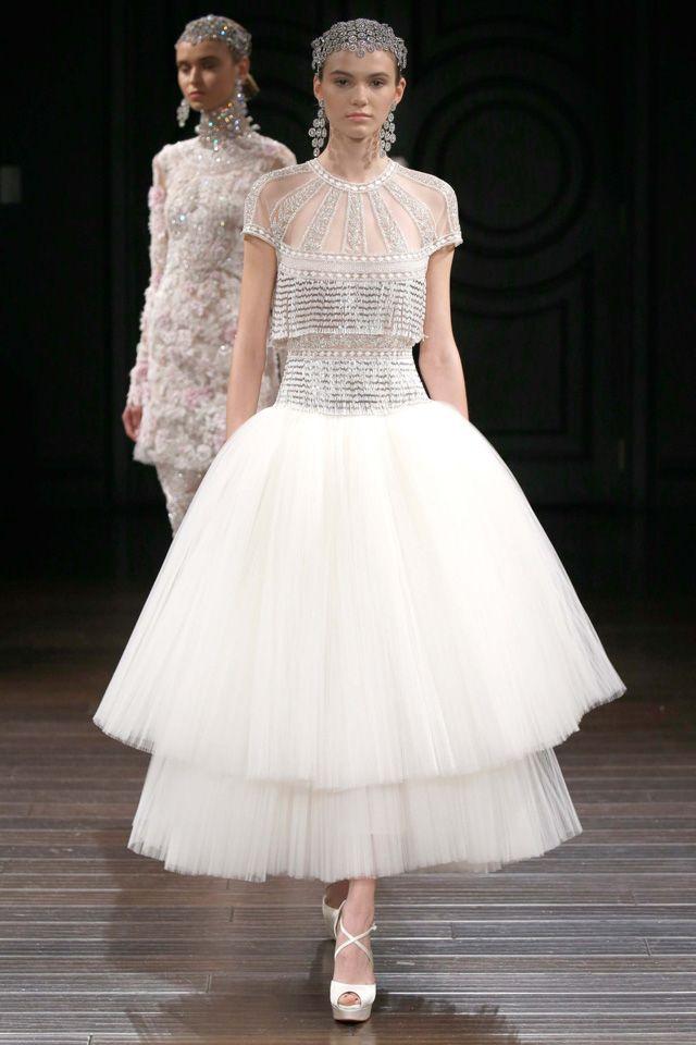 Fashion Friday: Naeem Khan Bridal Spring 2017 | Floral Embroidery | Structured | Ballgown | Trumpet | Sheath | Delicate | Sensual | Long-sleeved | Sweetheart | Fringe | http://brideandbreakfast.hk/2016/05/13/naeem-khan-bridal-ss-2017/
