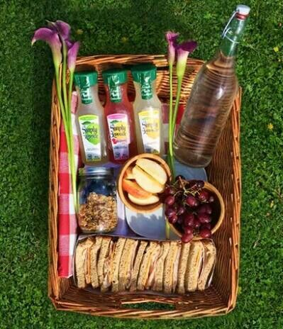Romantic picnic food images galleries for Picnic food ideas for large groups