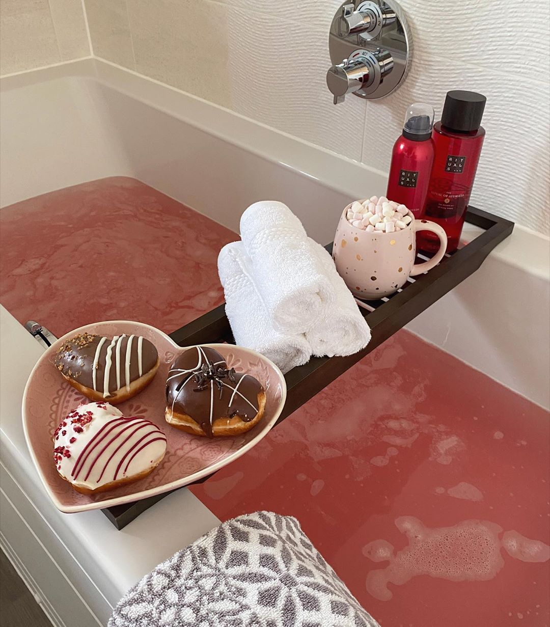 Happy Saturday I M Starting My Day With A Relaxing Bath I Hope You All Have A Lovely Day In 2020 Relaxing Bath Bath Bath Caddy