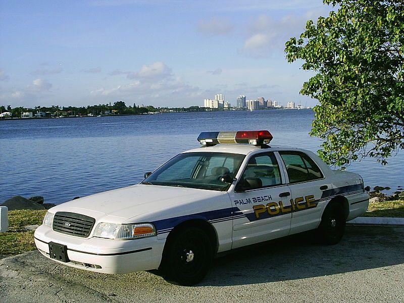 Police Car Palm Beach Fl At Lake Worth Ford Crown Victoria Police Interceptor Wikipedia Police Car Pictures Victoria Police Police Cars