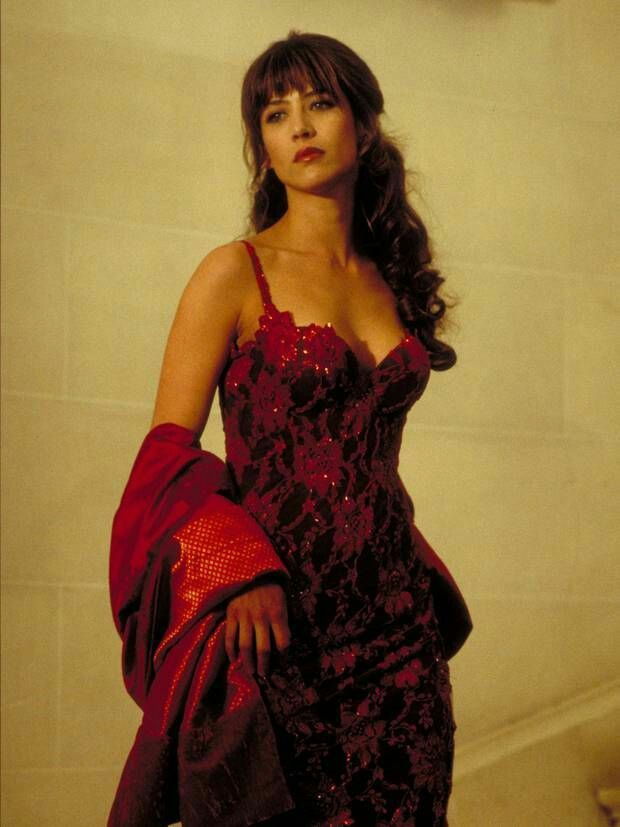 Sophie Marceau The World Is Not Enough 1999 With Images Sophie
