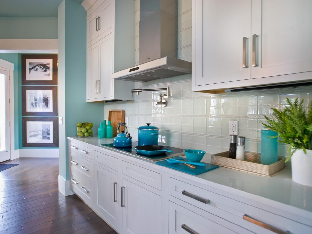 Glass Tile Backsplash Ideas: Pictures \u0026 Tips From | White subway ...