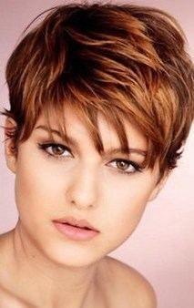 Cheveux court femme ronde