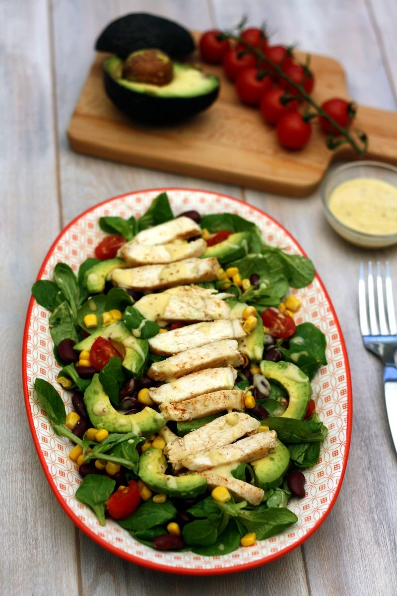 Salade de poulet à la mexicaine. Une jolie salade composée, pour un repas complet.