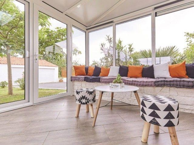 Une véranda moderne pour protéger une terrasse du vent et du soleil | Veranda moderne ...