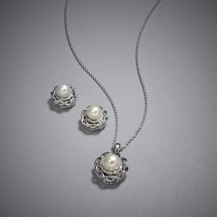 Its no secretpearls are timeless elegant and classic with any