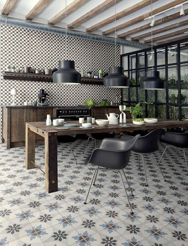 Bodenfliesen Küche holz decke küche gestalten bodenfliesen blumenmuster stühle küchen