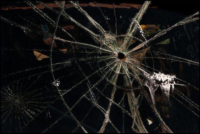 On Target 割れたガラス 蜘蛛の巣 ガラス