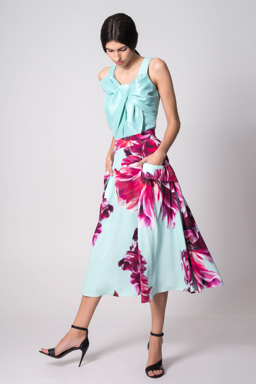 14e770977f Falda midi vuelo Jimena con estampado de flores en rosa y azul ...