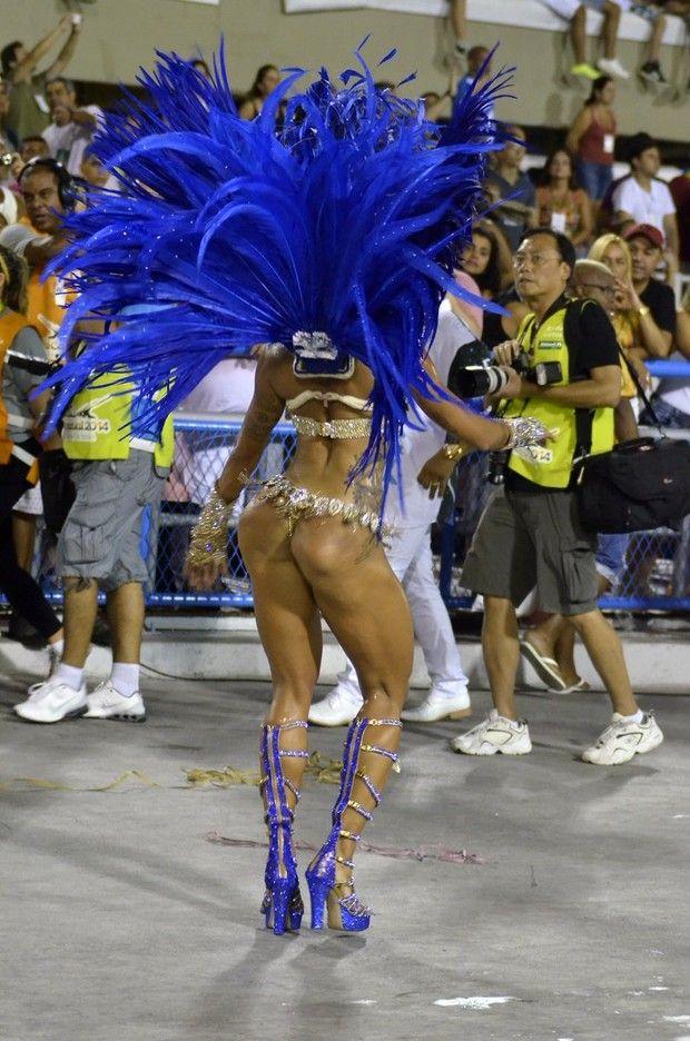 Aline Riscado na Sapucaí (Foto: Roberto Teixeira/ EGO)