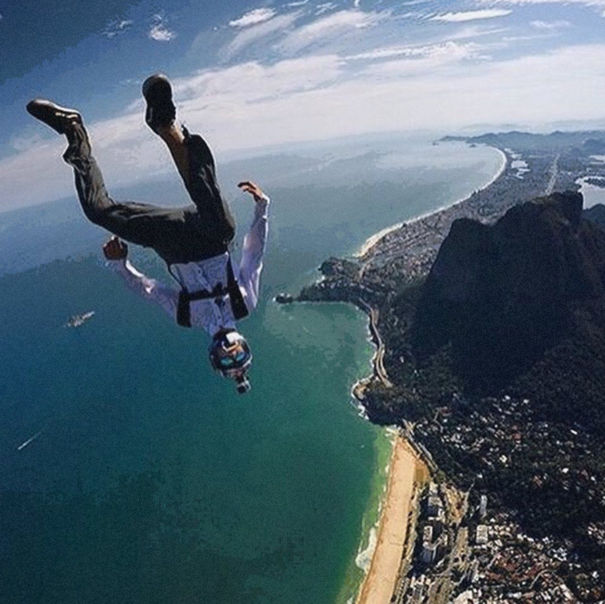 Here's How One Becomes a Skydiving World Champion https://t.co/vr9DFN7H4l https://t.co/dMlwiG0f4M