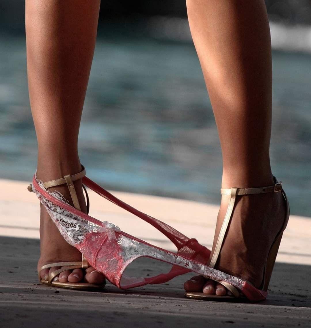 Pin By Fred Slerger On Svleceny In 2020 Heels High Heels Kitten Heels