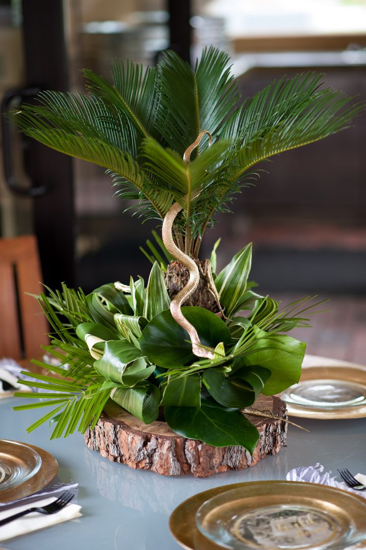 This elaborate safari first birthday party is too decadent for the jungle sweet baby jamesie - Deco table jungle ...