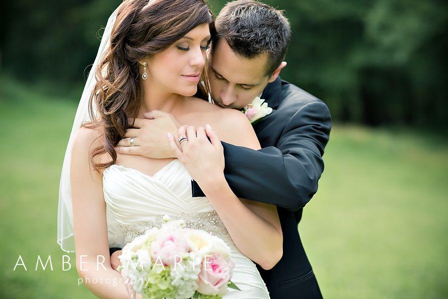 Wedding Picture Poses | Bride & Groom Poses | Wedding Posing Ideas ...