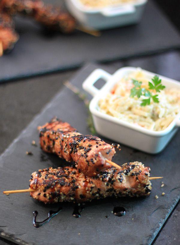 Sabor Sonoro: Espetinhos de frango e salada de risoni